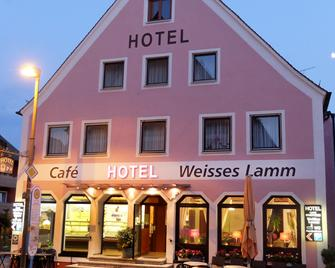 Hotel Weisses Lamm - Allersberg - Building