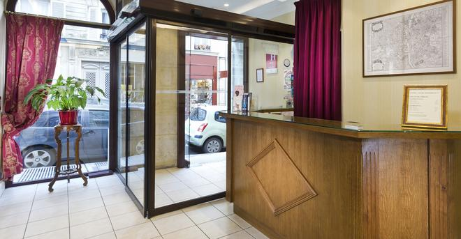 French Theory - Paris - Front desk