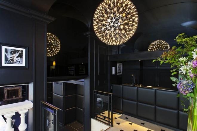 Hôtel Icône - Paris - Front desk