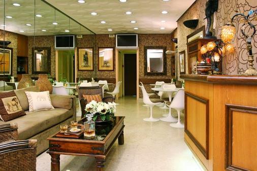 Hotel De Suez - Paris - Front desk
