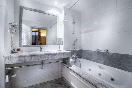 Hotel le Lavoisier - Paris - Bathroom