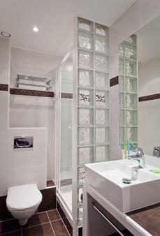 Hotel Plaza Opera - Paris - Bathroom