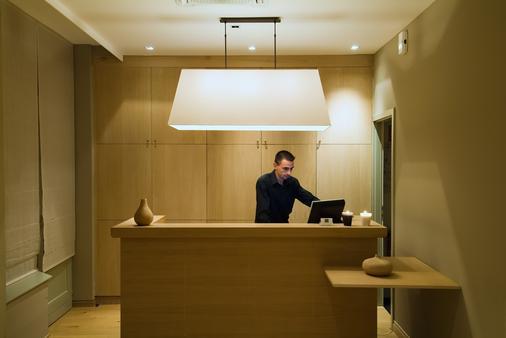 Pol Hotel - Le Touquet - Front desk