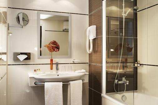 Hotel Elysees Bassano - Pariisi - Kylpyhuone