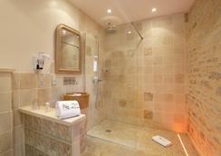 Abbaye De Maizieres - Beaune - Bathroom