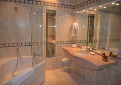 Hotel des Remparts - Beaune - Bathroom