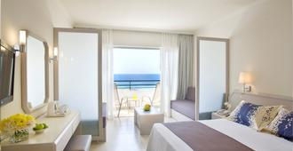 Louis Imperial Beach - Paphos - Phòng ngủ