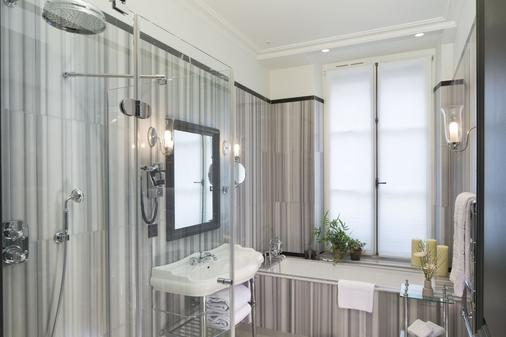 Hotel Le Saint - Paris - Bathroom