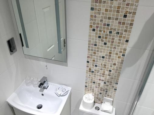 Ocean Beach Hotel And Spa Bournemouth - Oceana Collection - Bournemouth - Bathroom