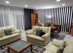 米豐特茲旅館 - 米爾芳提斯城 - 客廳