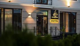 Thomas Albert Hotel - Quichinau - Edifício