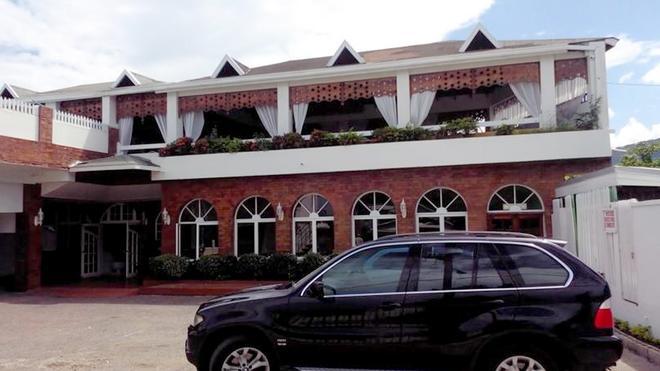 Village Hotel - Ocho Rios - Rakennus