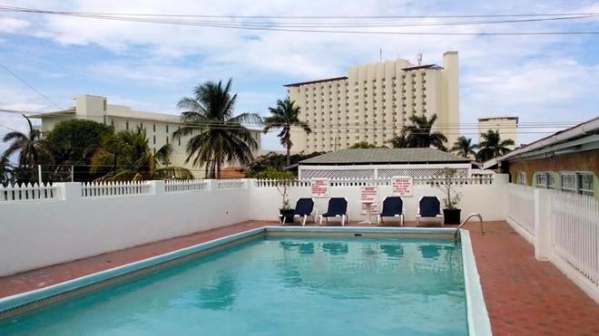 Village Hotel - Ocho Rios - Uima-allas