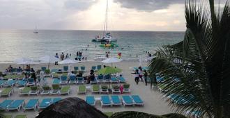 Coral Seas Garden Resort - Negril - Strand