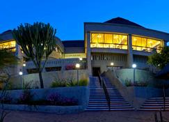 Elephant Hills Resort - Victoria Falls - Rakennus