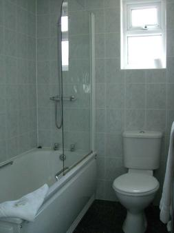 Kings Paget Hotel - West Drayton - Bathroom