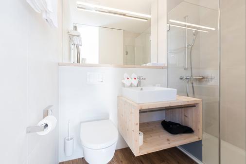藍多林思家庭度假酒店 - 聖莫里茨 - 浴室