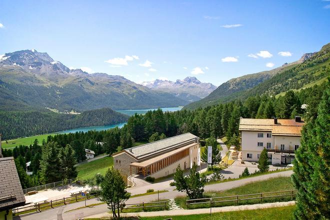 Randolins Familienresort - Sankt Moritz - Edificio