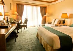 Century Park Hotel - Manila - Phòng ngủ