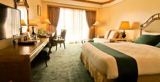 Century Park Hotel - Manila - Bedroom