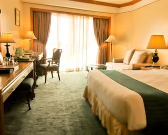 Century Park Hotel - Manila - Schlafzimmer
