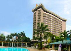 Century Park Hotel - Manila - Bygning