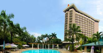 Century Park Hotel - Manila - Building