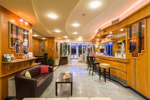 大使套房酒店 - 里瓦德加爾達 - 加爾達湖濱 - 酒吧