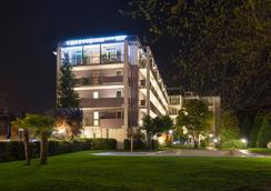 Ambassador Suite Hotel - Riva del Garda - Outdoor view