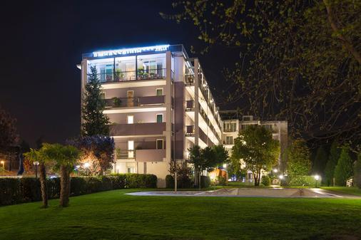 大使套房酒店 - 里瓦德加爾達 - 加爾達湖濱 - 室外景