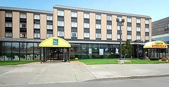 Quality Hotel & Suites At The Falls - Niagarafallene - Bygning