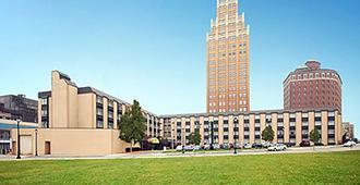 Quality Hotel & Suites At The Falls - ניאגרה פולס - בניין