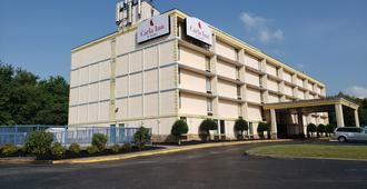 Carla Inn&Suites Roanoke Airport - רואנוק