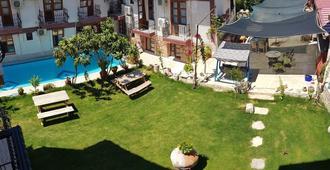 Sezgin Boutique Hotel - Kusadasi - Outdoor view