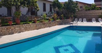 Sezgin Boutique Hotel - Kusadasi - Pool