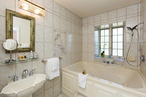 Mirabelle Inn and Restaurant - Solvang - Bathroom