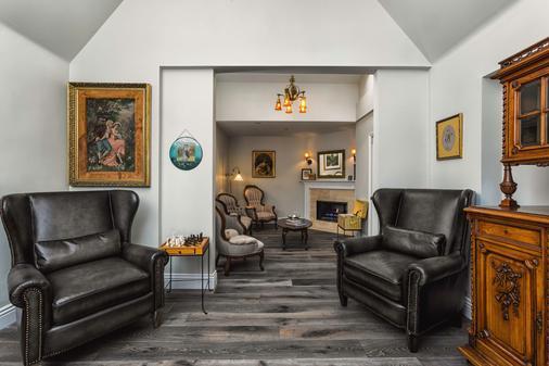 Mirabelle Inn and Restaurant - Solvang - Living room