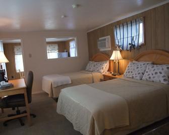 Hills Motor Court & Marina - Alexandria Bay - Schlafzimmer