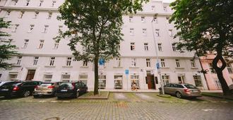 Hostel Dakura - Prague - Outdoor view