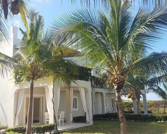Life Resort St.Thomas Royal Palm - Watamu - Building