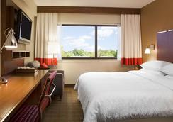 Four Points by Sheraton Surrey - Surrey - Bedroom
