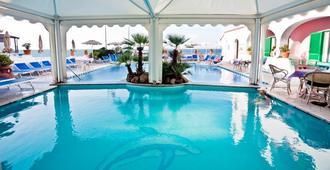 Hotel Solemar Terme Beach & Beauty - איסקיה - בריכה
