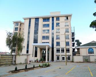 Three Steers Hotel - Meru - Building