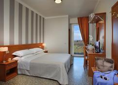 Hotel Piero Della Francesca - Urbino - Bedroom