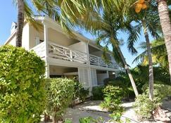 Caribbean Paradise Inn - Providenciales - Rakennus