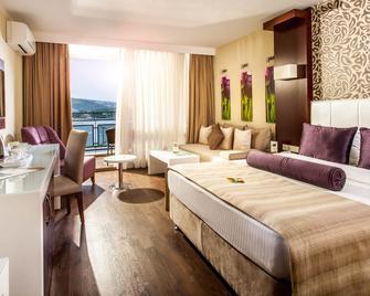 Tusan Beach Resort - Kuşadası - Schlafzimmer