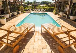 老磨房賓館 - 蒂拉登特斯 - 游泳池