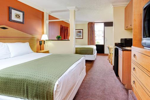 Days Inn by Wyndham Kissimmee West - Kissimmee - Phòng ngủ