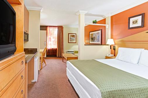Days Inn by Wyndham Kissimmee West - Kissimmee - Bedroom