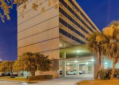 Comfort Inn and Suites At Copeland Tower - Metairie - Κτίριο